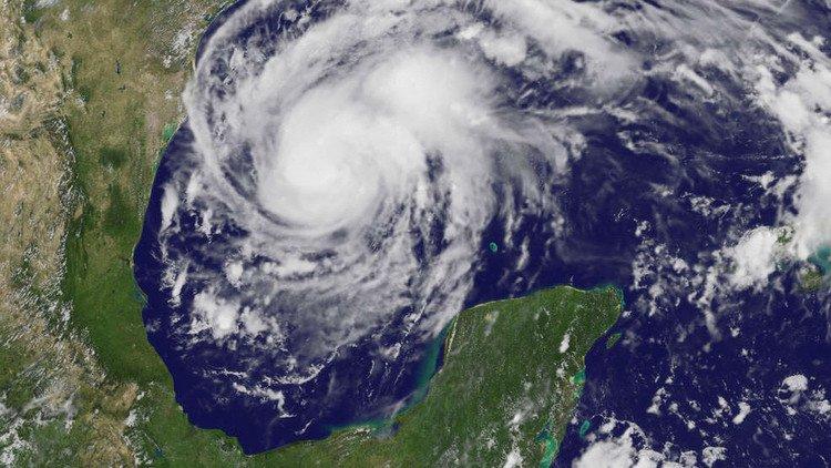 A su entrada a EUA, Harvey sube a categoría 2
