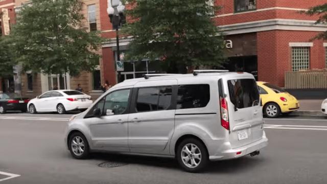 supuesto coche autónomo era conducido por hombre en virginia.