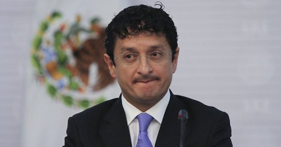 Virgilio Andrade encargado de repartir tarjetas para reconstrucción sismos
