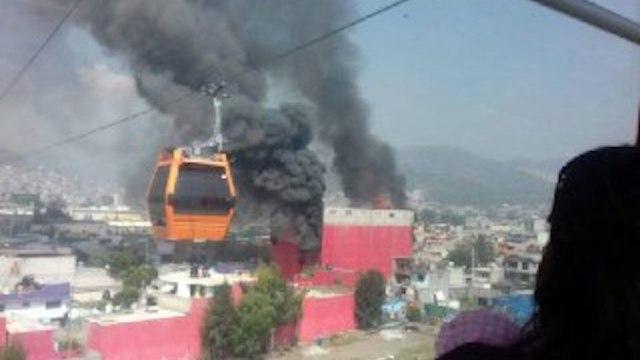 Incendio en fábrica de colchones en Ecatepec