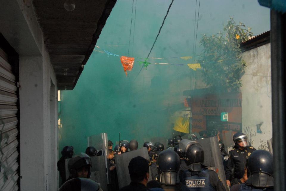 Enfrentamiento entre policías y vecinos de San Lorenzo Acopilco