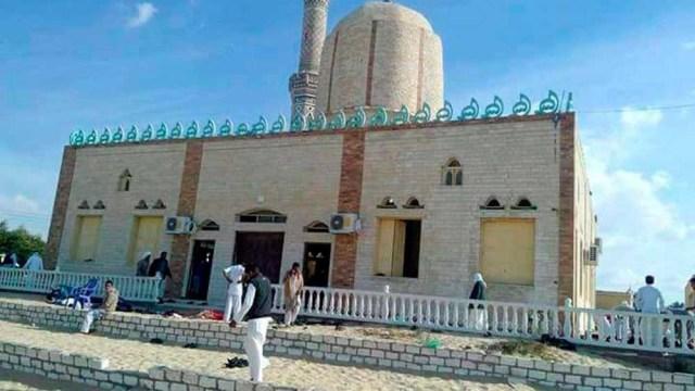 ataque en mezquita en egipto deja 200 muertos