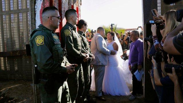 boda en muro fronterizo en tijuana