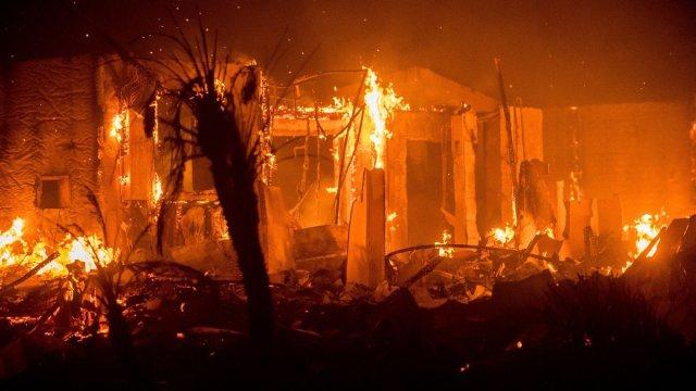 incendios en california desplazan a miles de hogares