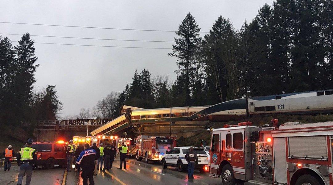 se descarrila tren de pasajeros en Washington