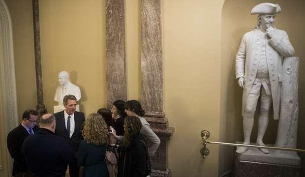 Senado estadounidense frena paro presupuestal