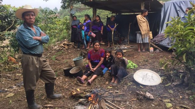 Desplazados de Chiapas regresan a sus casas sin condiciones de seguridad