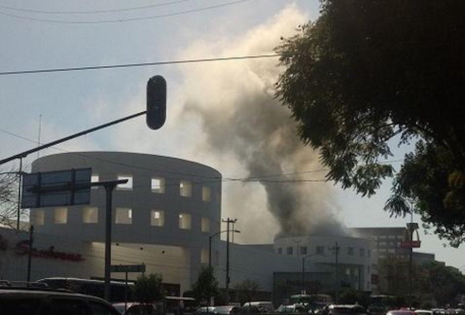 Se incendia Plaza Universidad