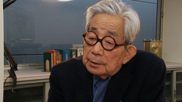 Gracias a Twitter el mundo conoció la historia de Kenzaburō Ōe