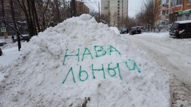 En Moscú Rusia nombre Navalny nieve