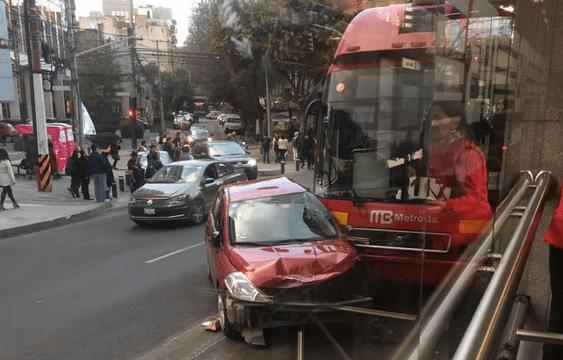 metrobús choque automóvil estación nuevo león insurgentes