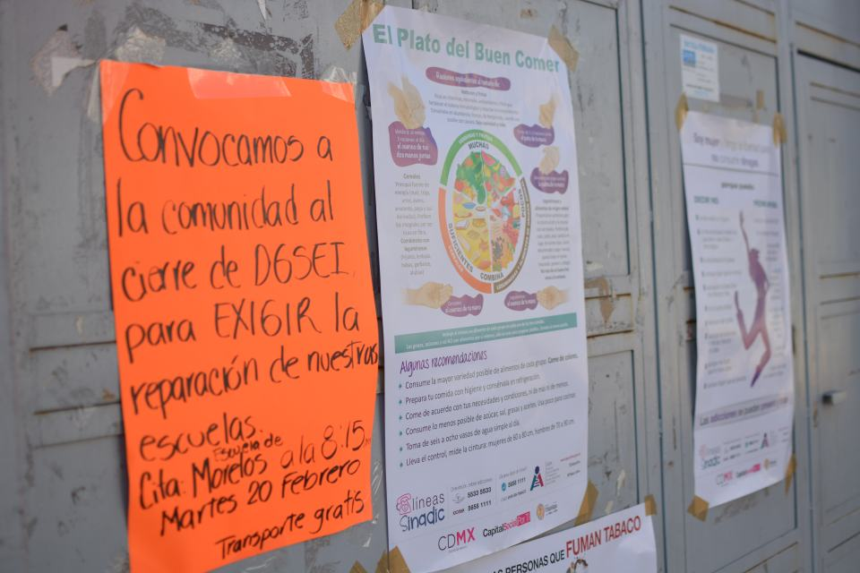 Organización de protestas en la puerta de primaria Estado de Morelos