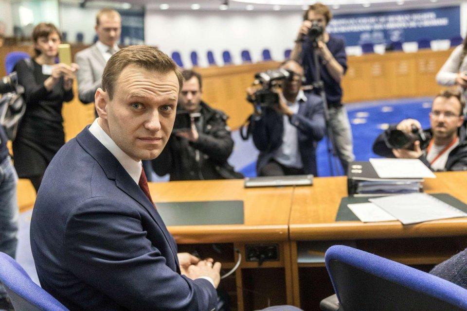 En Moscú, escriben nombre de Navalny en la nieve