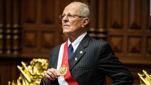 Presidente de Perú renuncia después de escándalo de corrupción