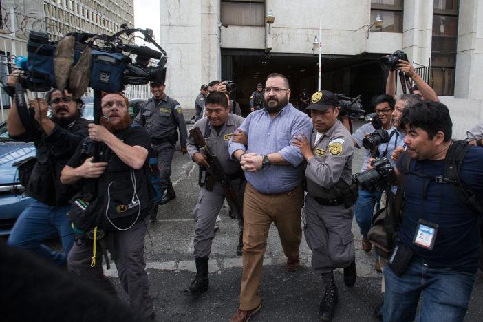 Tres exediles oaxaqueños denuncian 'moches' millonarios