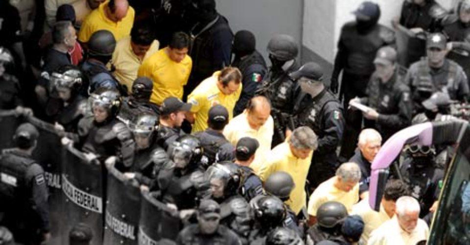 Funcionarios michoacanos detenidos por Calderón