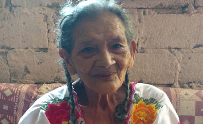 Abuelita de 95 terminó la secundaria y está pensando en la preparatoria