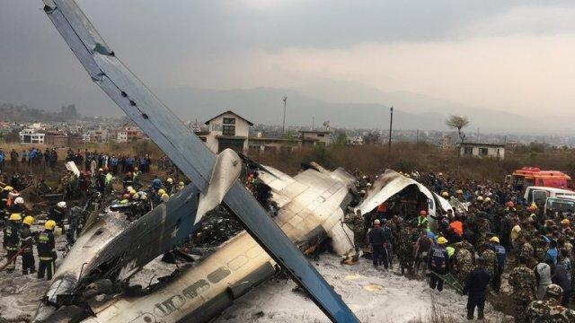 Avión se estrelló afuera de aeropuerto de Katmandú, Nepal