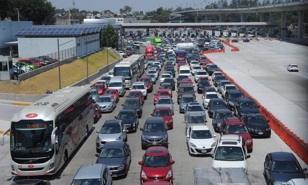 Filas de 30 km y peaje libre en la México-Cuernavaca por Semana Santa