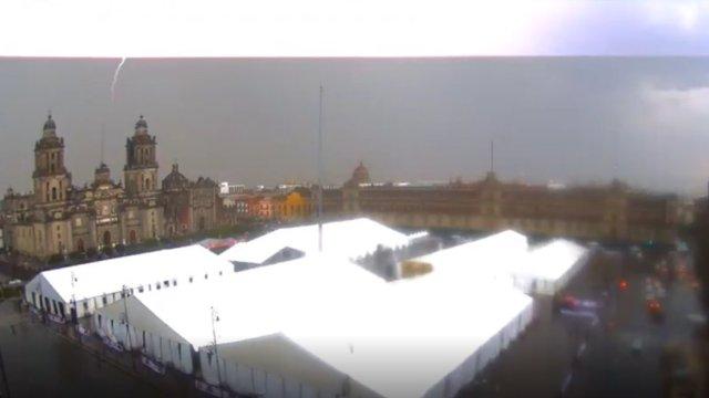 Cámara capta golpe de rayo a Catedral