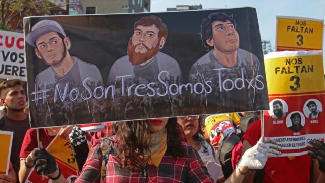 Detienen a tía de uno de los estudiantes desaparecidos en Jalisco