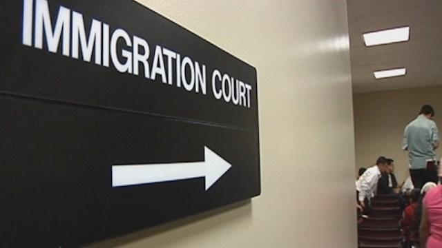 ¿Cómo deporta Estados Unidos a un migrante indocumentado?