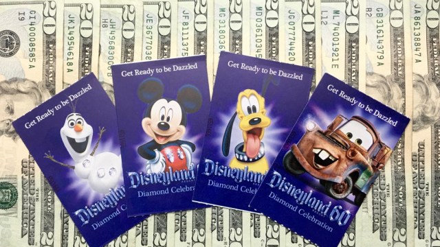Roban un remolque a ONG con miles de boletos para Disneyland