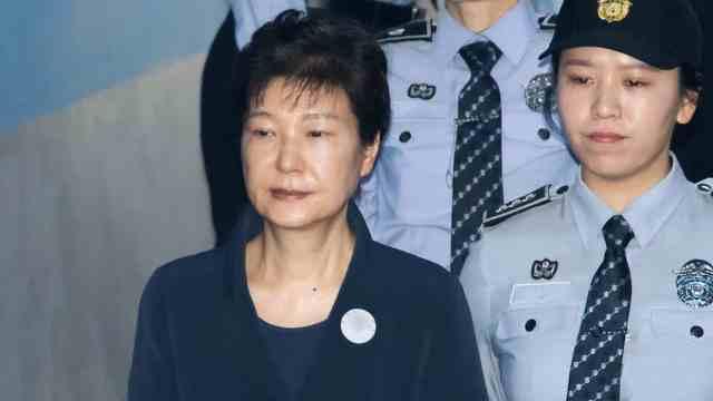 Sentencian a expresidenta coreana a 24 años por corrupción
