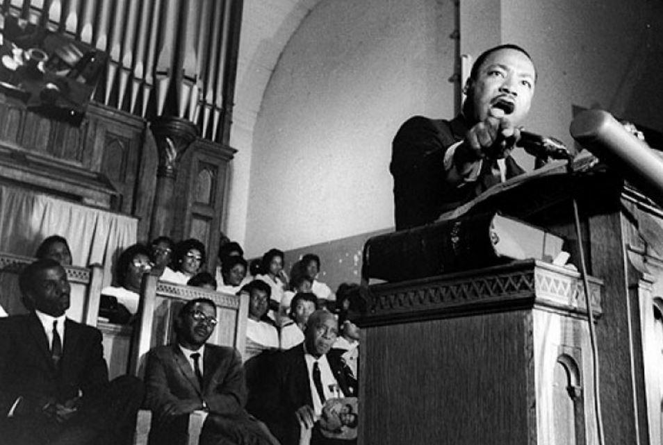 Luther King durante un discurso en Harlem
