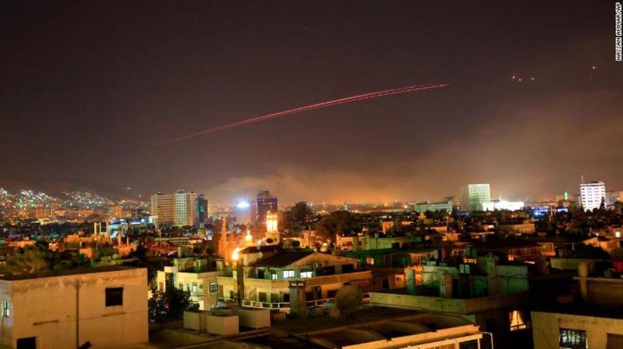 Trump bombardea Siria; se ilumina Damasco