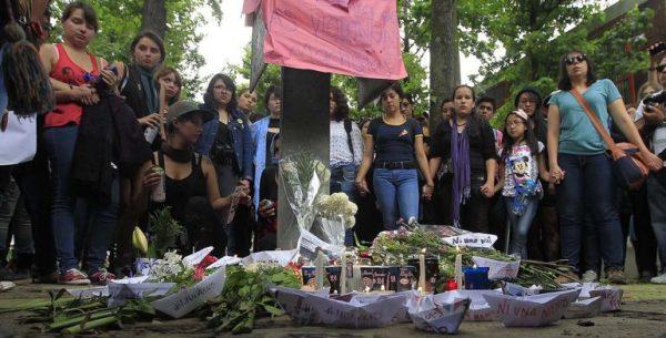 Marcha a los pocos días del feminicidio de Lesvy en CU