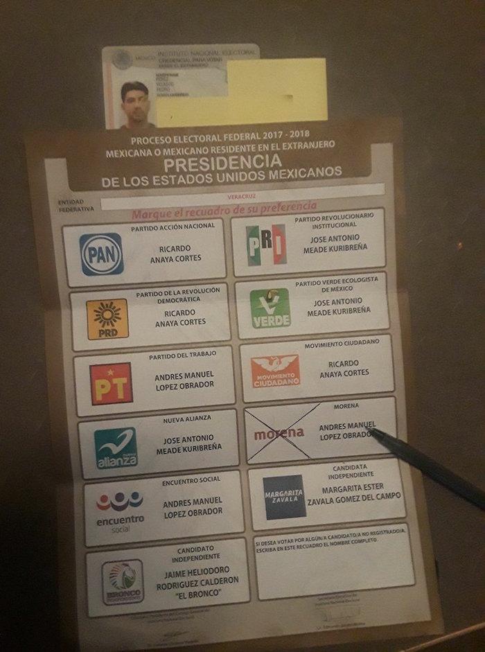 Mexicanos en el extranjero ya recibieron sus boletas, muestran por quién van a votar