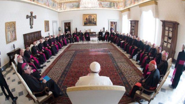 Renuncian todos los obispos chilenos por casos de abuso sexual