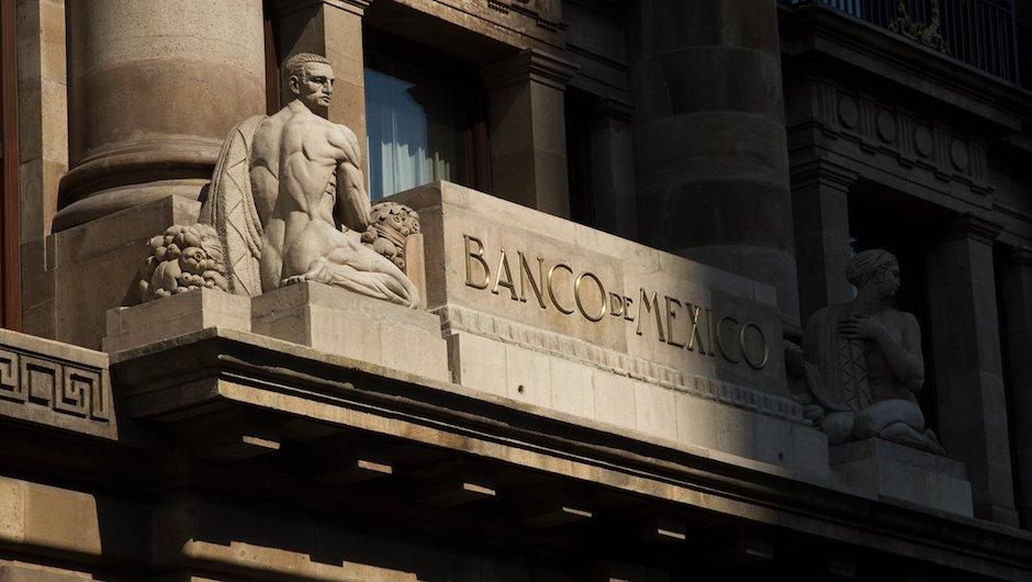 Banxico eleva 5 puntos tasa de interés referencial