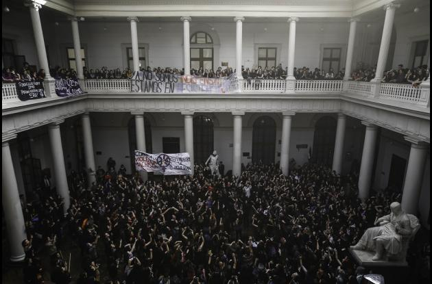 Estudiantes toman Universidad de Chile: exigen freno al sexismo