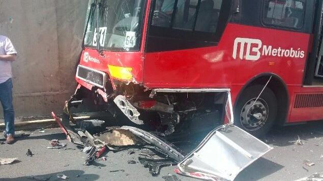 Metrobús Línea 1 Xola Tlalpan Choque Camioneta