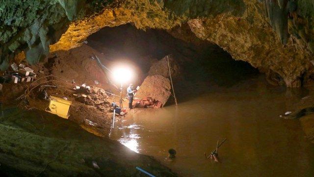 Un equipo de fútbol tailandés se perdió en cuevas