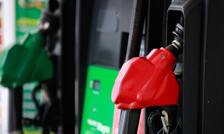 Precios de la gasolina en México no bajan