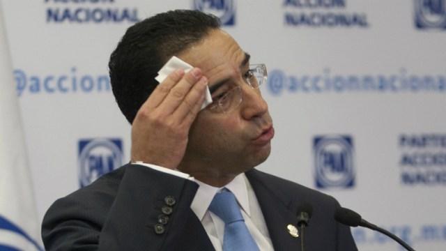 Javier Lozano pagará 321 pesos a Bartlett por daño moral