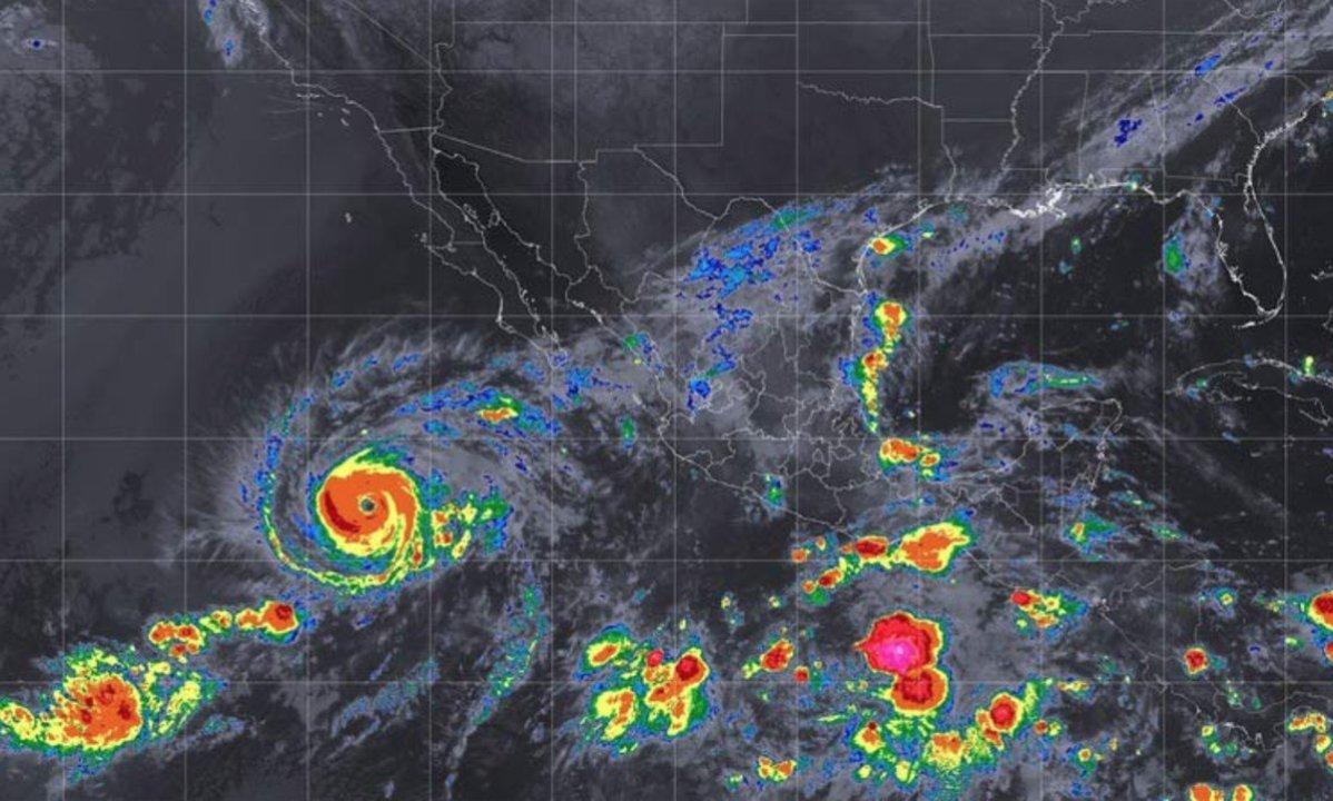 Huracán Rosa aumenta de categoría mientras se acerca a México