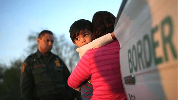 Gobierno de EEUU da en adopción a hijos de padres deportados