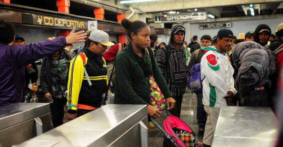 Caravana Migrante deja CDMX en metro