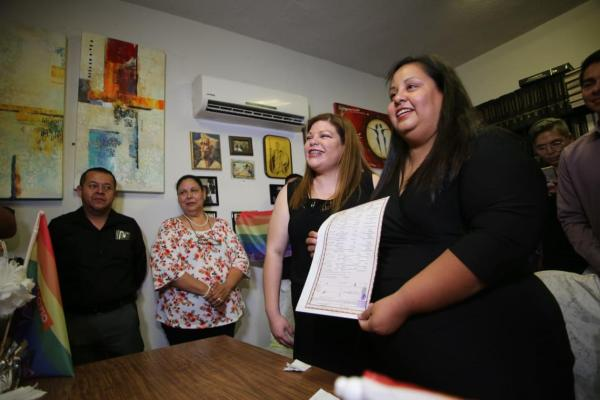 Primer matrimonio igualitario en Nuevo León casi se cancela