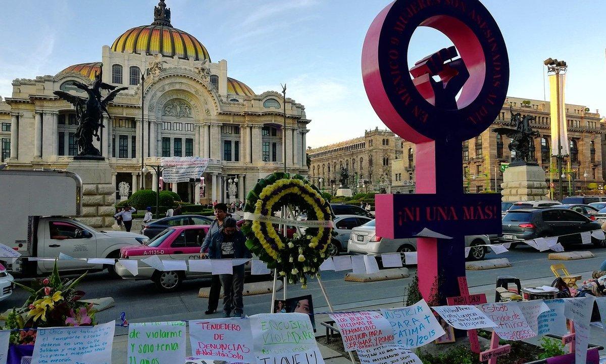 Se coloca un antimonumento feminista en la Ciudad de México