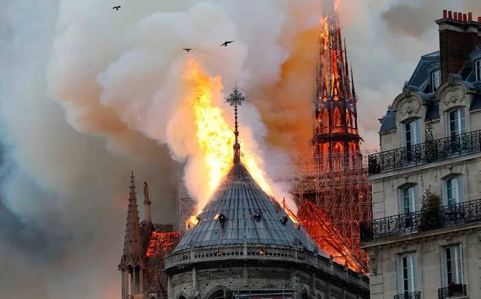 Incendio en Notre Dame. Imagen:twitter