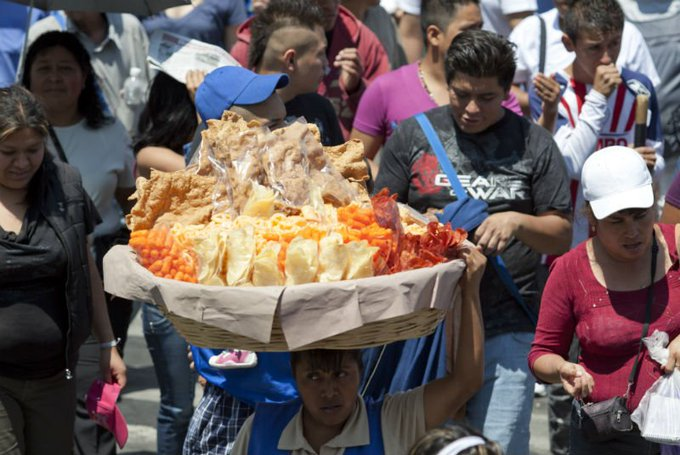 Mexicanos destinan 31% de su gasto en botanas saladas