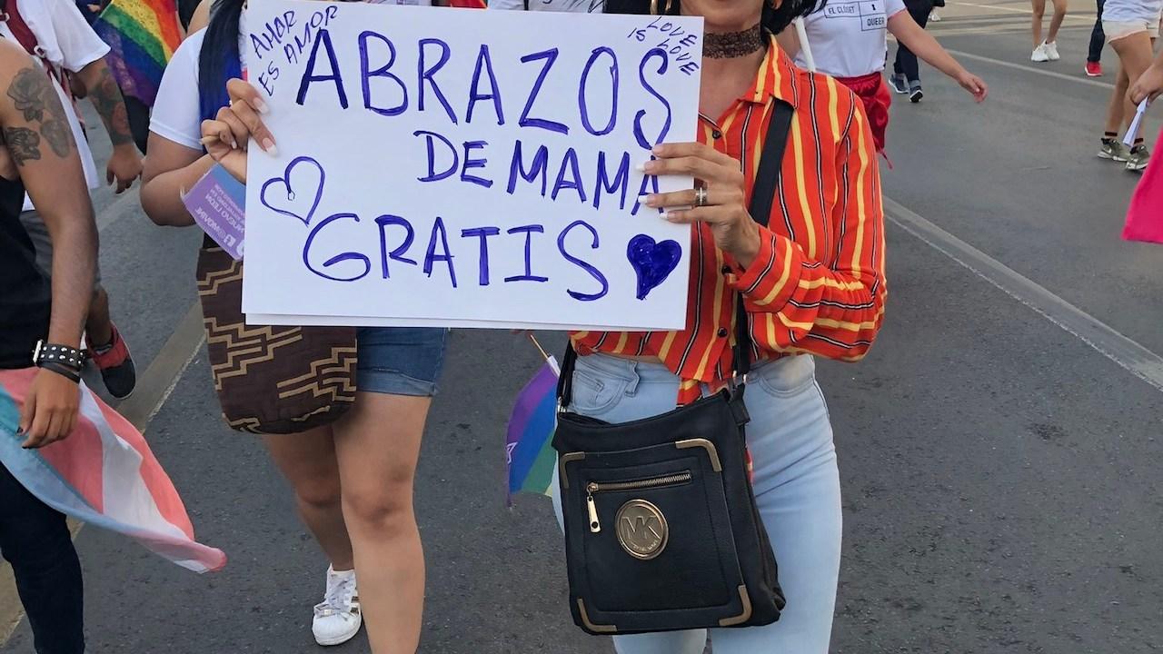 Abrazos de mamá en Monterrey para la comunidad lgbt+