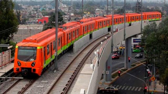 A pesar de cantidad de basura, no hay basureros en metro CDMX