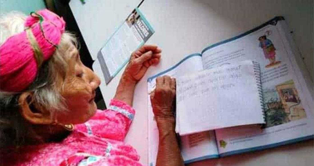 María Ignacio tiene 83 años y está por terminar primaria