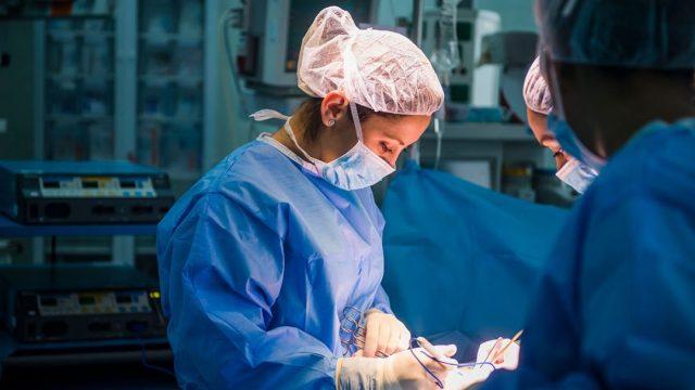 paciente rechazó cirugía por que lo operaría una mujer